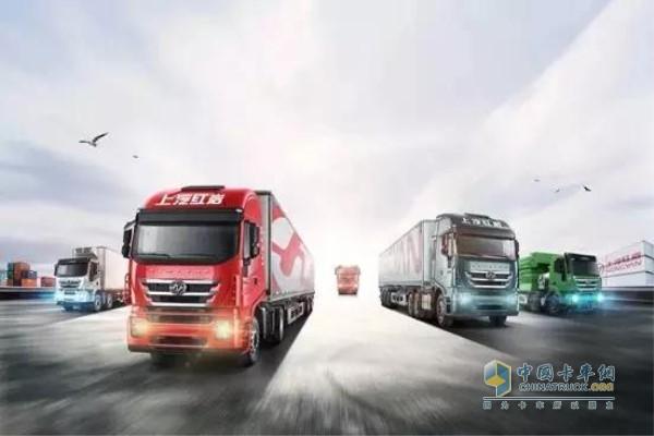 红岩杰狮C6 LNG港口牵引车搭载上汽蓝芯动力LNG发动机
