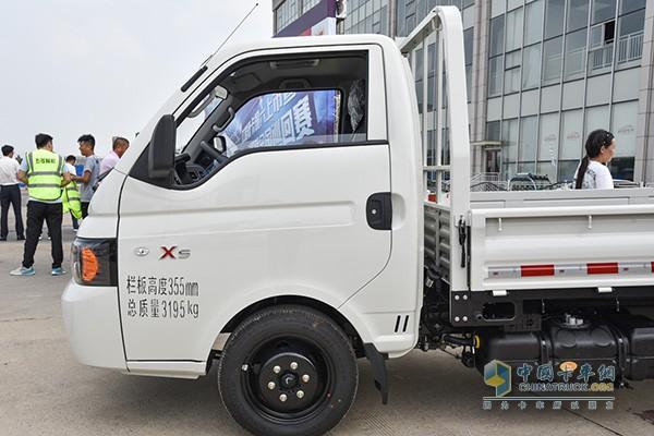 江淮X5轿卡车身防撞做了6处加强筋