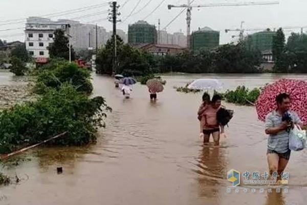连日强降雨突袭湖南衡阳造成大面积积水
