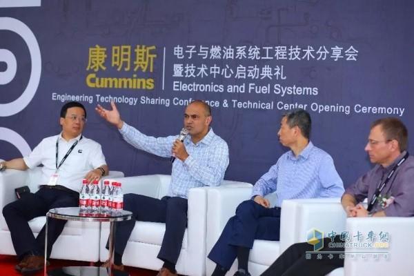 左二为康明斯副总裁、电子与燃油系统业务总经理陈安达(Cary Chenanda)