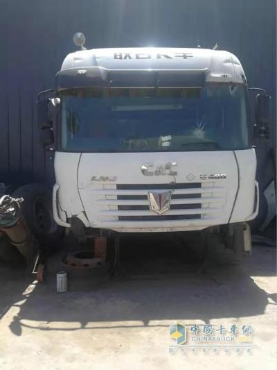 撞击后的联合卡车