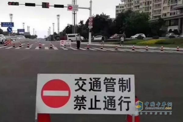 天津市津南区4条路段将对重型、中型货运机动车实施全天禁行措施