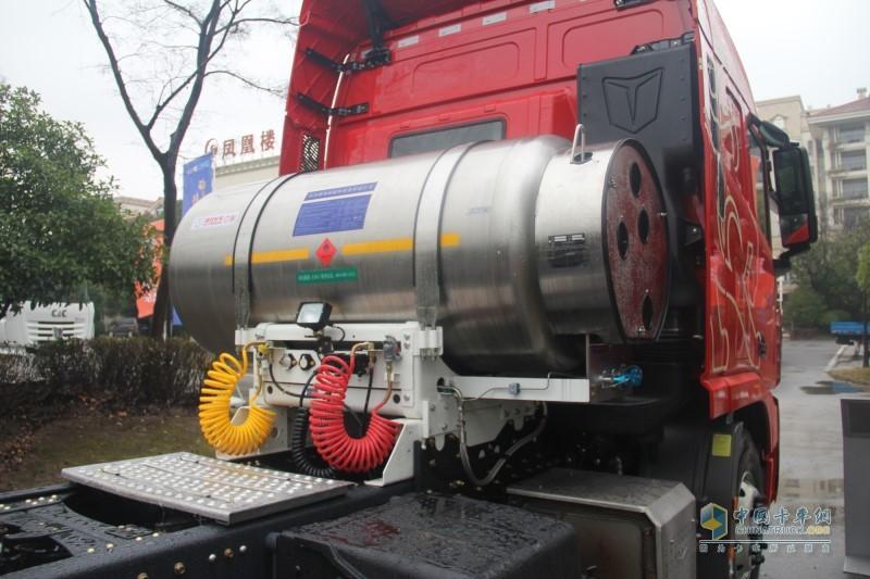 中集联合 U+360马力 6×4LNG牵引车