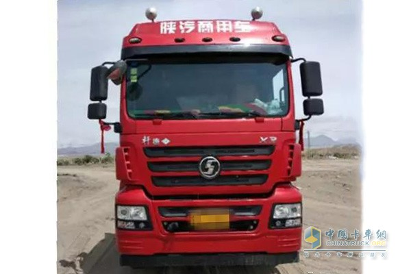 陕汽轩德X3 LNG牵引车
