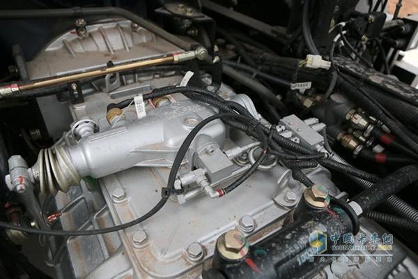 大运N8E钜赢版搭载了与变速箱一体化设计的铝壳液力缓速器