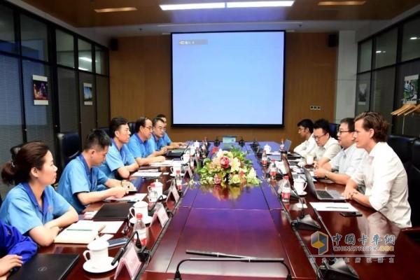 法士特集团董事长严鉴铂与美国UQM科技公司进行了友好座谈