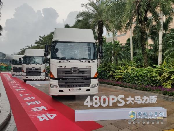 搭载原装进口日野480马力发动机的大马力版牵引车