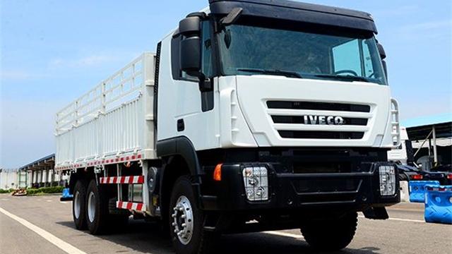 上汽依维柯红岩在太原国际卡车展