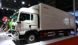 众多智能高效卡车+实况挑战赛启动 重汽玩转上海车展