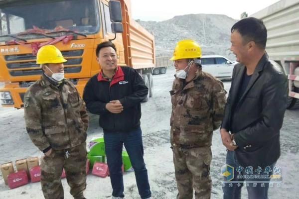 甘青宁地区服务经理与花土沟石棉矿客户亲切交流