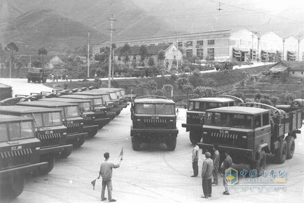 红岩军队运输车