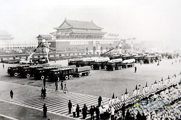 红岩汽车参与阅兵