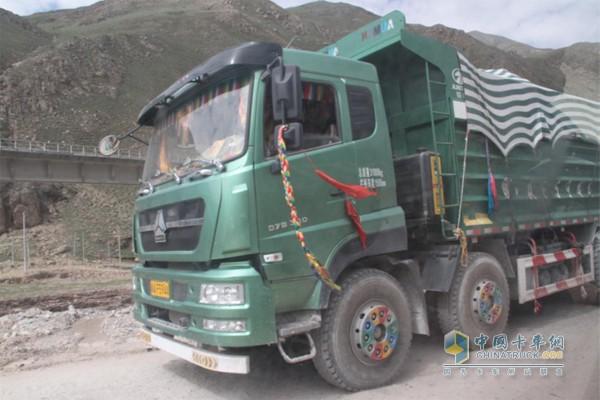 中国重汽产品是109国道的一道风景