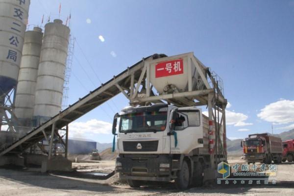 汕德卡高端自卸在西藏