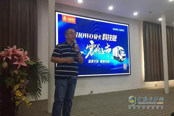 河南东兴汽车销售服务有限公司总经理赵彦平介绍优惠政策