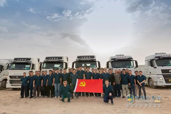 """中国重汽""""三高""""试验团队在吐鲁番做高温试验"""