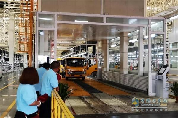 江淮卡车客户参观新港制造基地