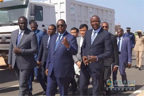 塞内加尔总统马基·萨勒、中国驻塞内加尔大使张迅和城市居住及公共卫生部长、达喀尔大区区长等领导出席活动