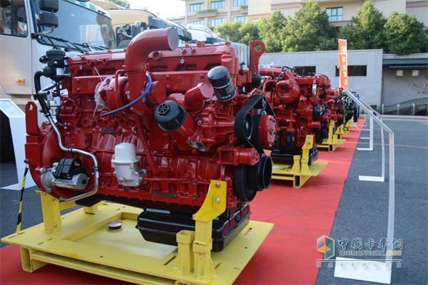 华菱星马展出了6款8-13L发动机