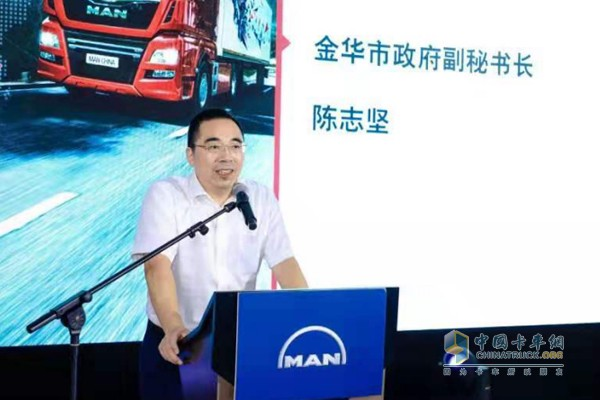 金华市政府副秘书长陈志坚为曼恩路演金华站致辞