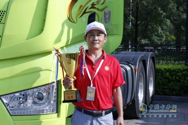 来自遵义的肖登勇卡友赢得昆明站冠军