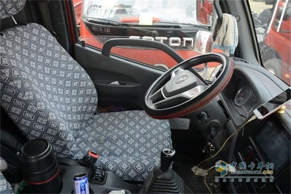 福田时代M3的驾驶室
