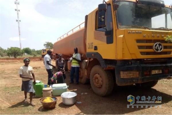 非洲学习上汽红岩售后服务体系人员