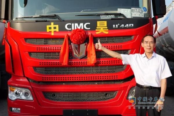 广西梧州中昊实业有限责任公司董事长兼总经理谢国坚