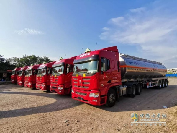 广西梧州中昊实业有限责任公司的中集联合卡车U+牵引车