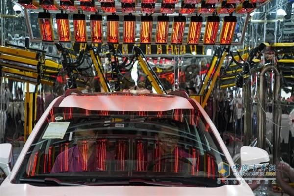 江淮汽车实验室内可模拟高温环境车内气味的挥发