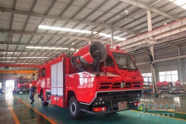 搭载玉柴YC6K发动机的消防卡车