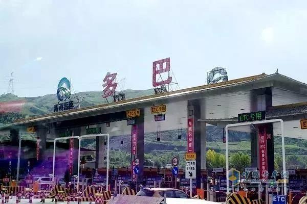 东风天龙XL多巴收费站