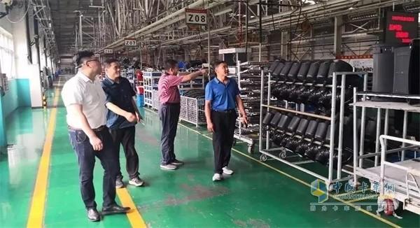 中国重汽参观生产线
