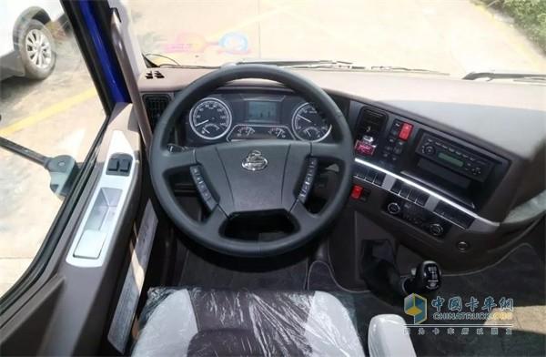 国六版乘龙H5绿通载货车的方向盘