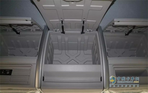 国六版乘龙H5绿通载货车的储物箱