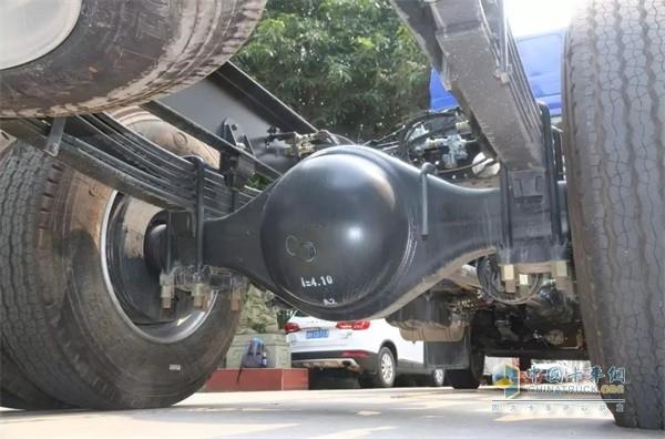 国六版乘龙H5绿通载货车的悬架