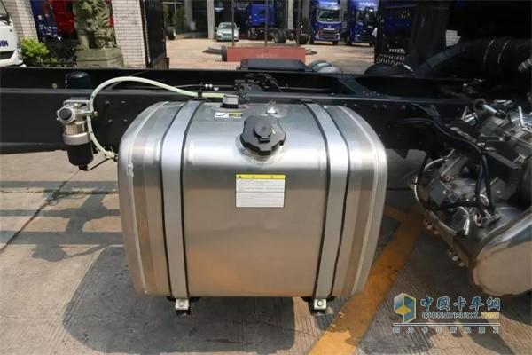 国六版乘龙H5绿通载货车的铝合金油箱