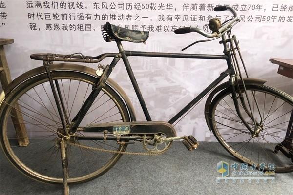 东风商用车老物件自行车