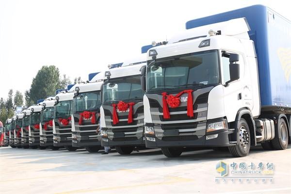 向济南永昌物流有限公司交付10台斯堪尼亚GN450 6×2卡车