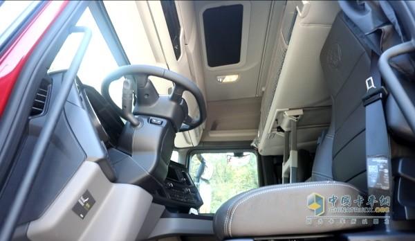 斯堪尼亚S500座椅、方向盘角度多项调节