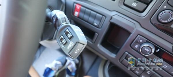 斯堪尼亚S500右侧拨杆集成变速箱、缓速器、发动机制动