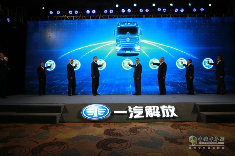 """""""摯途領航""""智能駕駛輔助系統擁有四大核心技術,分別是車道居中控制(LCKS)技術、主動智能巡航(ACC)技術、智能主動剎車(AEBS)技術,和解放行車聯網技術。"""