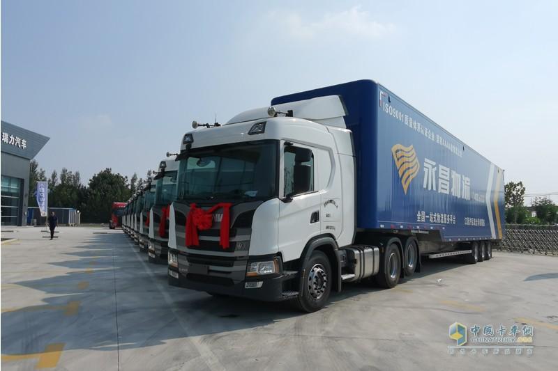 10臺斯堪尼亞GN450 6×2卡車現場交付給濟南永昌物流有限公司。