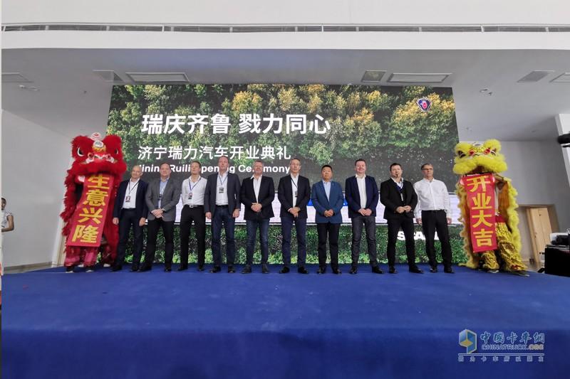 斯堪尼亚致力于在中国打造全方位的经销商网络与服务体系,截至目前,已在中国布局19家主经销商,近40个服务网点。