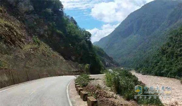 中国重汽汕德卡山区道路