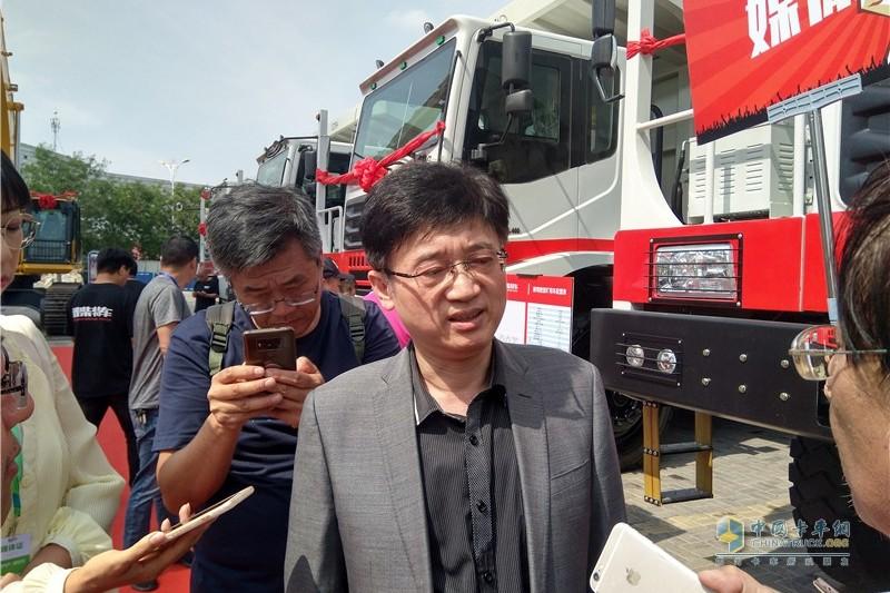 12-中国重型机械工业协会矿山机械分会副理事长程波现场接受采访