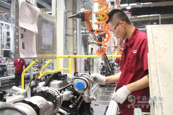 在设备和智能化系统的保障下,产品的质量很大程度还是掌握在一线员工手上