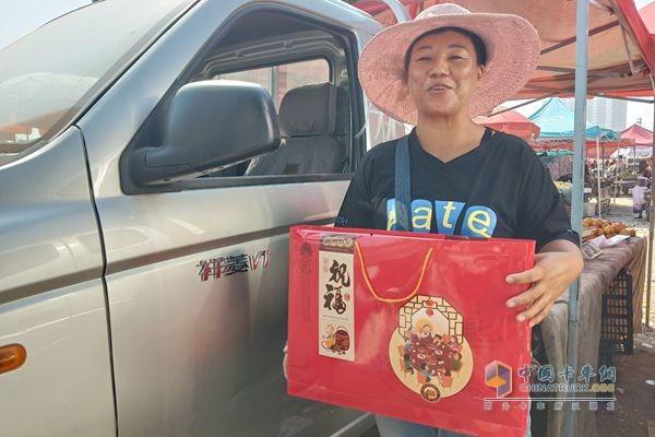 福田祥菱当地经销商给杨姐送来了月饼祝福