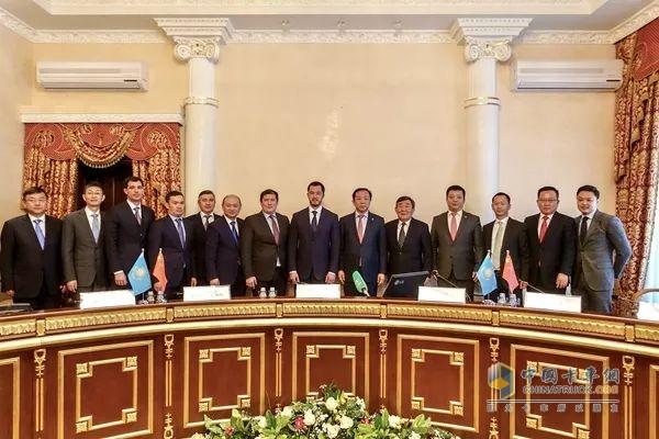 江淮汽车、中国通用技术集团所属中机公司联合收购哈萨克斯坦阿鲁尔(Allur)汽车工业集团签约仪式现场
