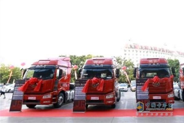 一汽解放新J6P 6×4解放550马力牵引车合肥区域产品品鉴会